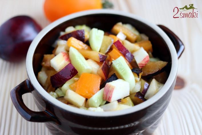 Sałatka owocowo-warzywna ze śliwkami