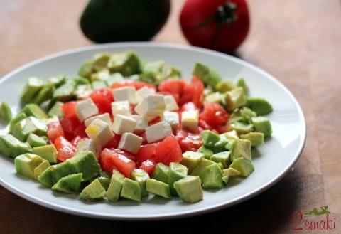 Sałatka z awokado, pomidora i sera feta 0