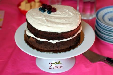 Tort czekoladowy z kremem karmelowym