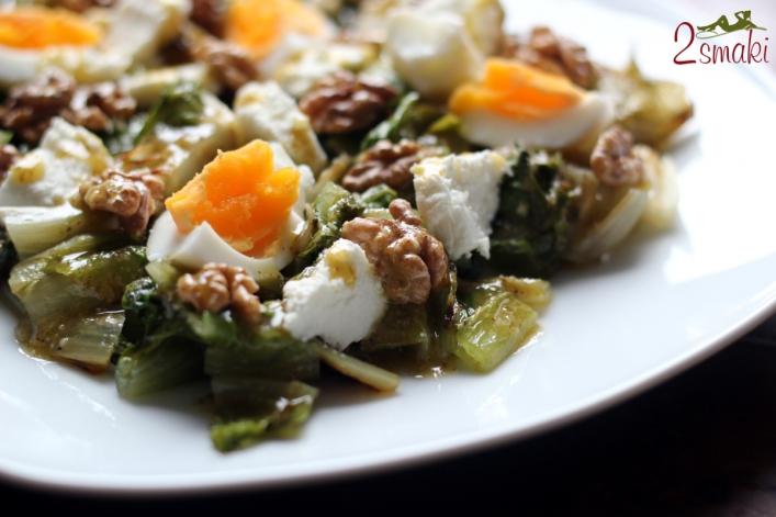 Grillowana sałata rzymska z jajkiem 0