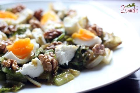 Grillowana sałata rzymska z jajkiem