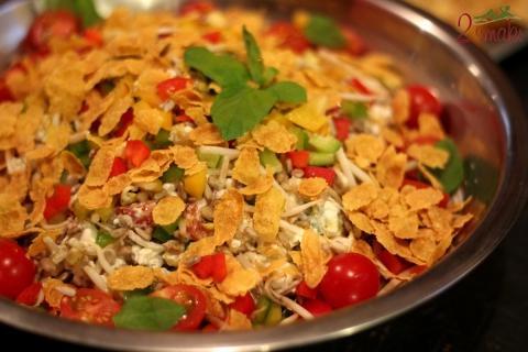 Sałatka warzywna z płatkami pełnoziarnistymi - leniwe śniadanie z Lubellą