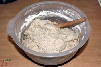 Chleb żytni na zakwasie - ciasto chlebowe wyrośnięte