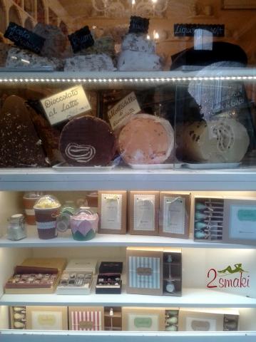 Włochy kulinaria - witryny cukierni w Asyżu 1