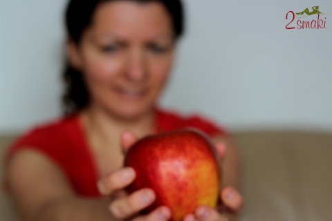 Ola z jabłkiem - zdrowa dieta i zdrowy styl życia