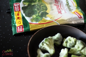 Sałatka z odżywczch brokułów w dresingu z niebieskiego sera 2