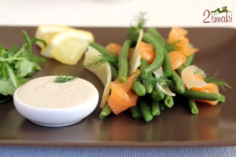 Fasolka z łososiem wędzonym otulona płatkami parmezanu i unikalnym sosem jogurtowym 07