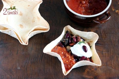Pożywna fasolka po meksykańsku w chrupiącej miseczce z tortilli 0