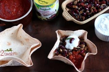 Pożywna fasolka po meksykańsku w chrupiącej miseczce z tortilli 10