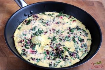Omlet z botwinką i dymką 4