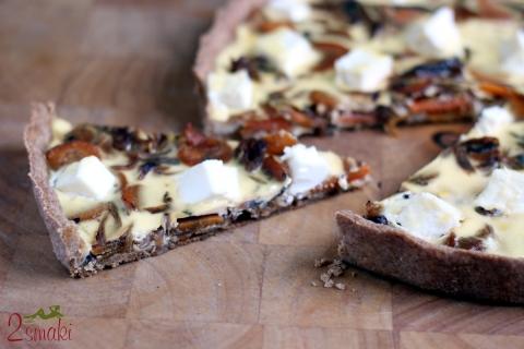 Tarta owsiana z karmelizowaną cebulą i serem feta