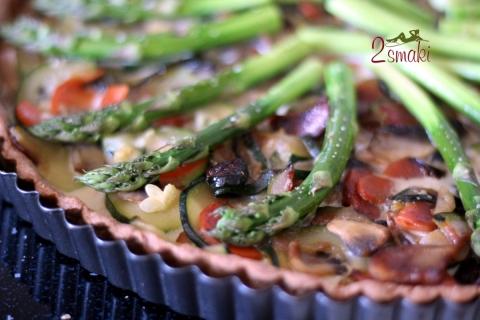 Tarta owsiana z warzywami i szparagami
