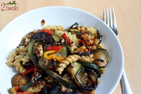 Makaron z warzywami z patelni