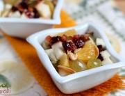Sałatka owocowa z orzechami i suszonymi owocami