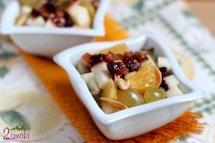 Sałatka owocowa z figami, żurawiną i orzechami