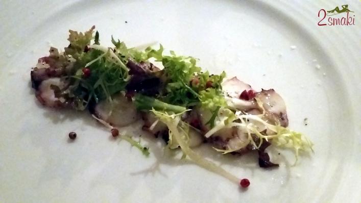 Degustacja Jacobs Creek 2 plastry gotowanej ośmiornicy z sałatką z marynowanego selera naciowego
