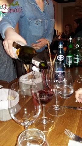Degustacja Jacobs Creek nalewanie wina