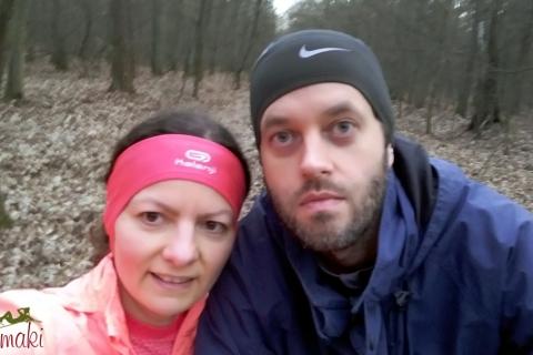 Ola biega w lesie
