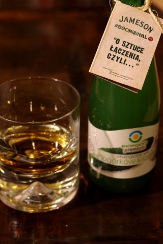 Whiskey z sokiem z kiszonych ogórków 1