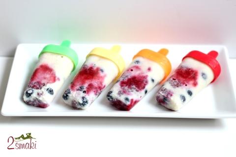 Lody jogurtowe z owocami i migdałami 2