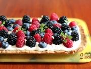 Deser z owocami leśnymi