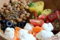 Cieciorka z karmelizowanym porem, kalafiorem i pomidorami