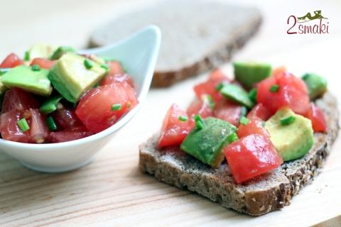 Salsa z awokado i pomidora ze szczypiorkiem