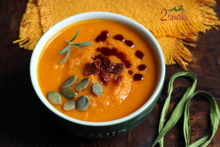 Korzenna zupa z pieczonej dyni