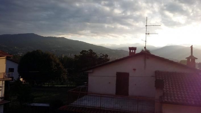 Toskania, widok z okna, zachód słońca
