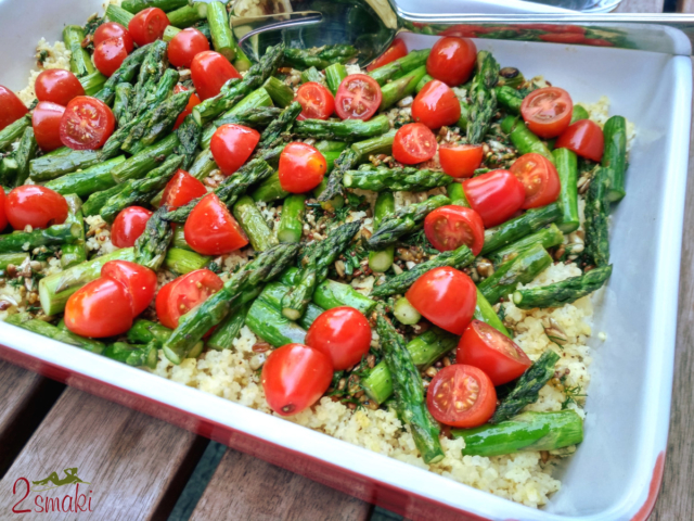Sałatka ze szparagami, pomidorkami i kaszą jaglaną